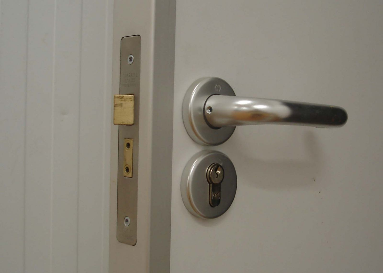 lever handle with sash lock