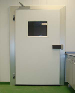 Lightweight face seal door with vision panels